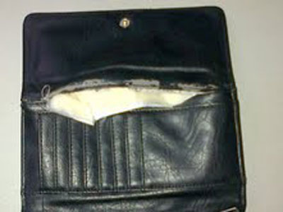 cocainehiddeninpurse27082012