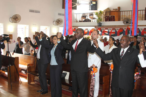 governmentofficialsatconstitutiondaychurchservice10102012