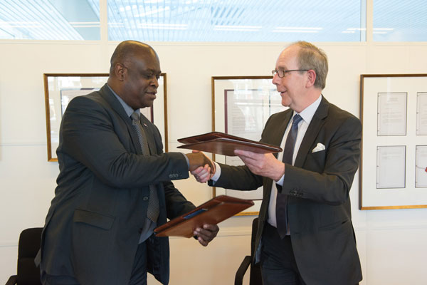 Ted Richardson exchanging the signed agreement with Benelux BOIP Director  General Edmond Simon leading to the creation of the Sint Maarten BIP.